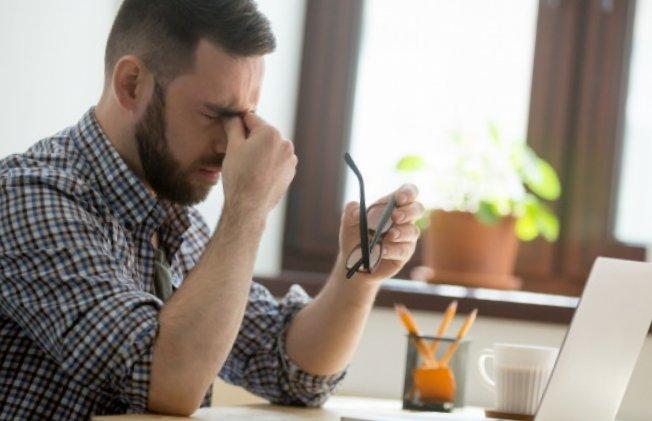 Vertige maux de tête fatigue mal aux yeux : comment s'y prendre avec ces différents maux ?